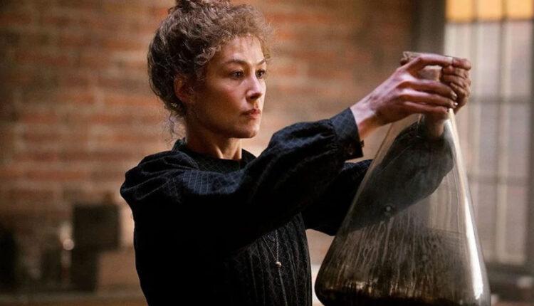 Rosamund-Pike-como-Marie-Curie-em-Radioactive-Foto-Reproducao-Netflix-750×430